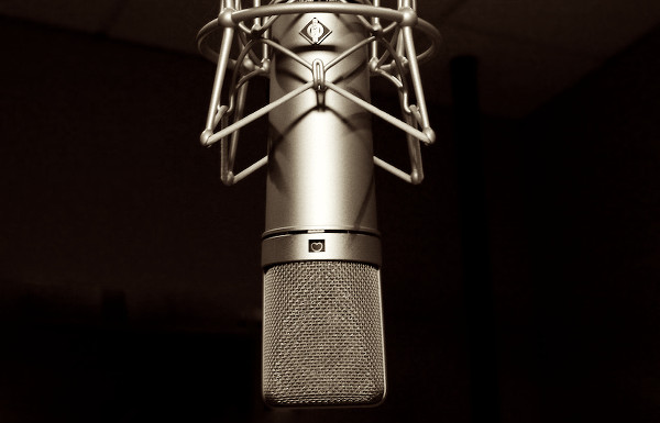 services-VOICE (VO) CASTING_ALT - Mic Medium_2014-07-21-600x385